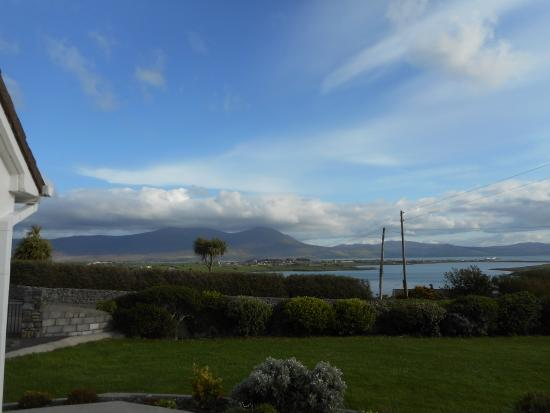 Ardfert, ไอร์แลนด์: View of Fenit Island in fron of cottage
