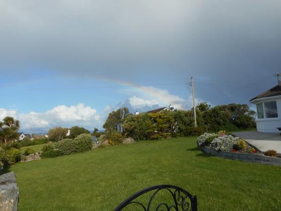 Ardfert, ไอร์แลนด์: View of rainbow from the cottage gate.