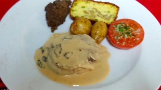 Fourques-sur-Garonne, Γαλλία: Tournedos de Bœuf rôti, sauce vieil Armagnac aux Morilles