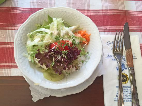 frischer kleiner gemischter salat zum cordon bleu allg u bild von saschas kachelofen. Black Bedroom Furniture Sets. Home Design Ideas