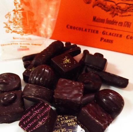 A la Mere de Famille: 150g de chocolats noirs