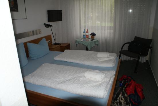 Hotel Hirschen: first class room (coffee/tea bar as you enter complex)