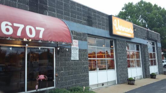 University City, MO: Vernons BBQ