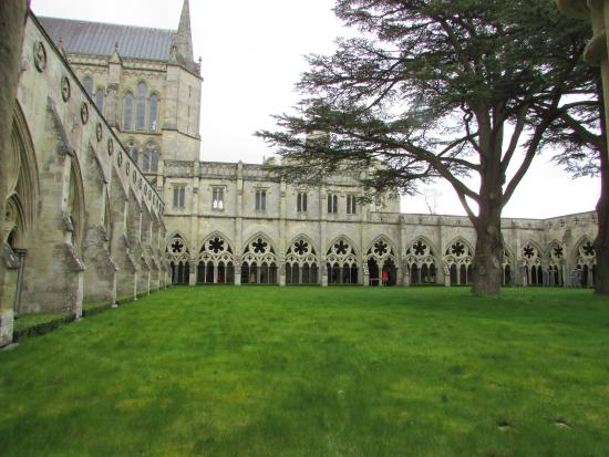 Salisbury, UK: Beside the Cathedral
