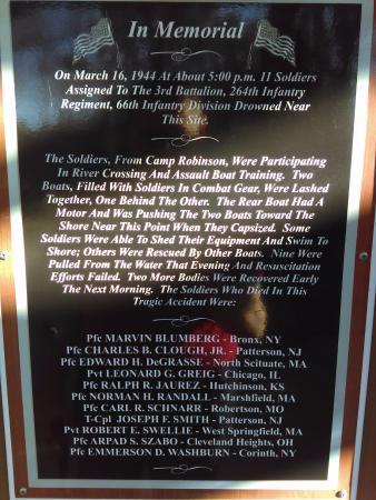 Βόρειο Λιτλ Ροκ, Αρκάνσας: Memorial Plaque on a WW2 training accident near the sight