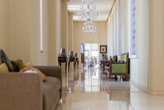 Palais Medina & Spa: Corridor to restaurant. Breakfast is also served in this restaurant