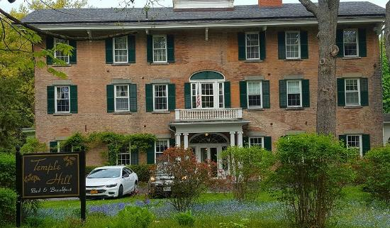 Geneseo, Nova York: Front of B&B - May 2016