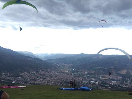 EasyParapente Montreux Paragliding Tandem Flight Center : photo0.jpg