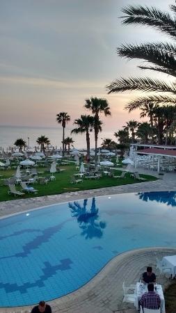 Akti Beach Tourist Village: Вечер