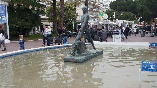 Square Reynaldo Hahn