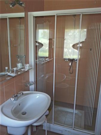 Hotel Eurorest: Doccia in bagno di camera singola