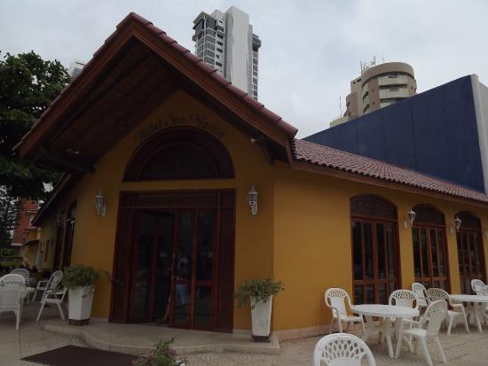 Hotel San Martin Cartagena: Frontis del hotel y terraza