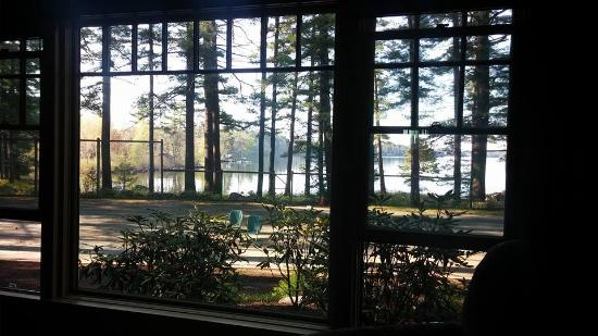 Migis Lodge: View from a king sized bed of the lake. BEAUTIFUL!