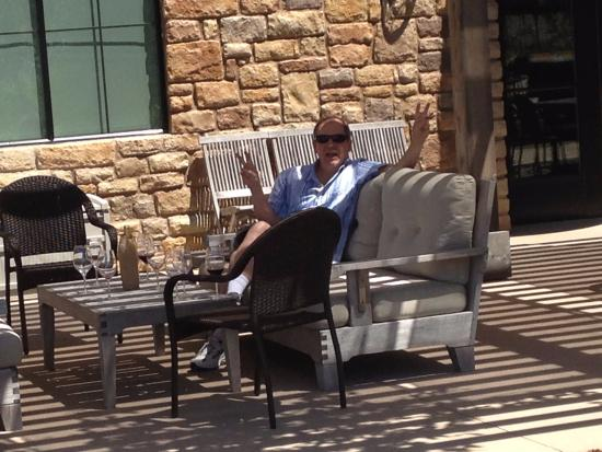 Пасо-Роблес, Калифорния: Enjoying a glass at Pear Valley winery
