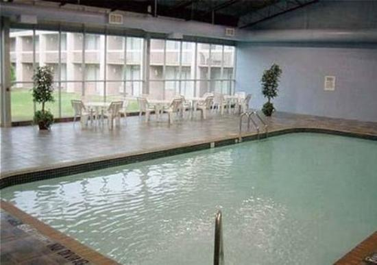 Brantford Hotel & Suites: Pool