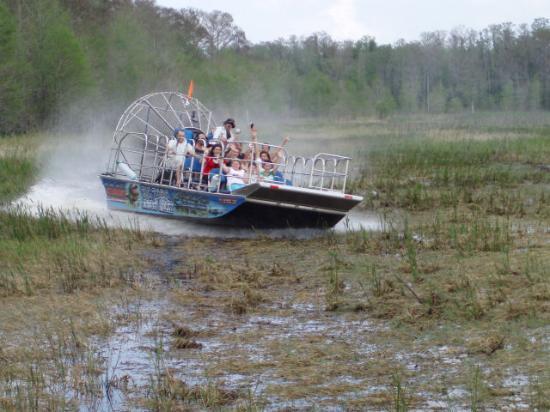 Lake Panasoffkee, FL: Big boats can slide better than small