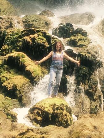 โควิงตัน, เวอร์จิเนีย: We were at the bottom of the falls, we could actually walk behind the falls💞