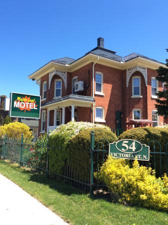 Maple Leaf Motel : Maple Leaf house.
