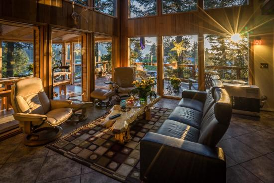 Seldovia B&B and Cabin Rental - Common Area/Living Room