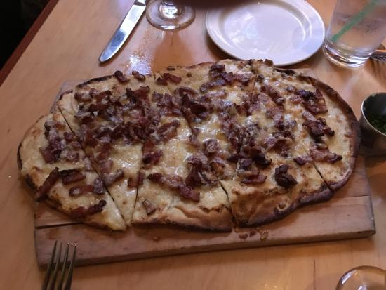 Point Brugge Cafe: Flat bread!
