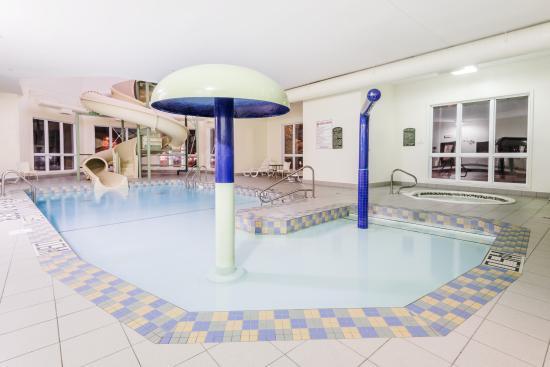 Super 8 Quebec City: pool
