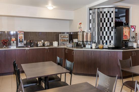 Super 8 Quebec City: breakfast area