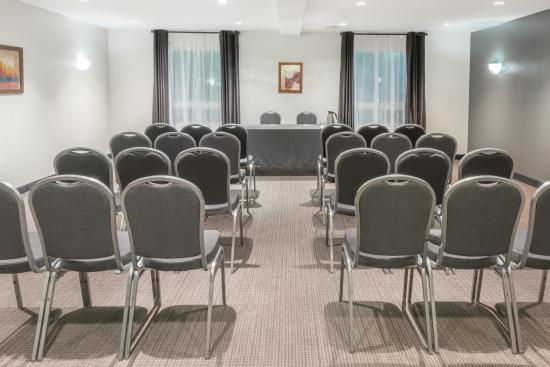 Super 8 by Wyndham Quebec City: meeting space