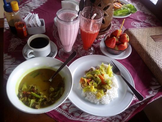 Baturiti, Endonezya: chicken curry and strawberries everywhere