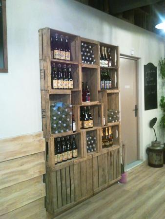 La superbe idée déco présentant une partie de la cave à vin et ...