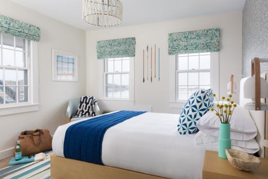 Summercamp Hotel Harbor View Queen Room At In Oak Bluffs