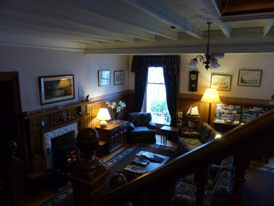 Onich, UK: Guest Lounge from the stairs