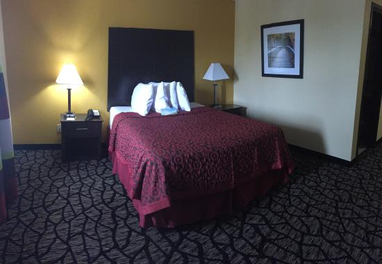 Miami, OK: Guest Room With 1 Queen Bed