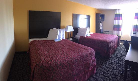 Miami, OK: Guest Room With 2 Queen Bed