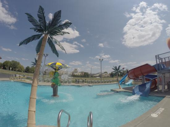 Alakai Hotel and Suites: Outdoor Pool Area