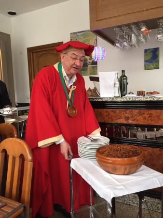 Colombes, Francia: le cassoulet qui a été servi à une table voisine, nous reviendrons pour y goûter ....