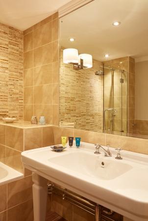 Cuckfield, UK: Superior Bathroom