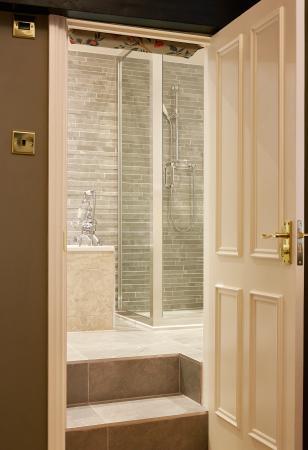 Cuckfield, UK: Feature  Bathroom