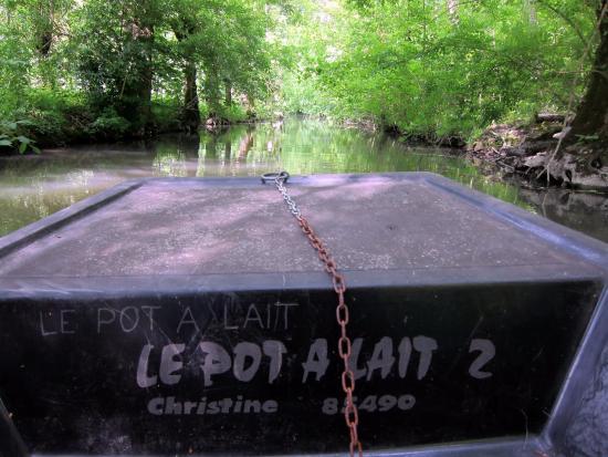 Benet, Francia: L'une des 4 barques de Christian et Lucienne