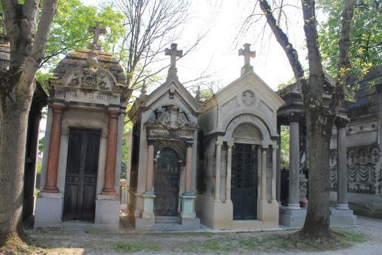 Oscar wild 39 s tomb picture of pere lachaise cemetery - Cimetiere pere la chaise ...