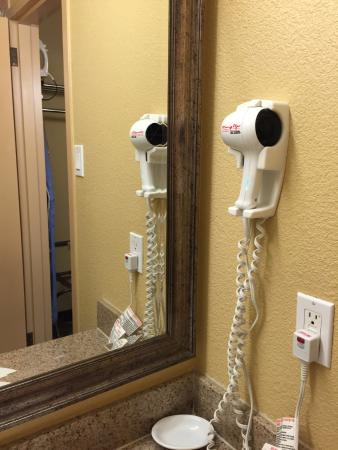 Sally Port Inn & Suites: Hairdryer is supplied
