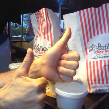 Schaumburg, إلينوي: Mr Hands gives it, Two Thumbs Up!