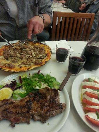 Pizzeria da Remo: A pizza, one bistecca and a lovely caprese - All sunk down with the great house red wine...