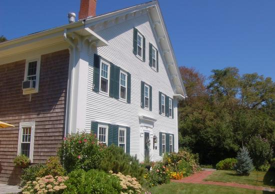 The Blushing Oyster Bed & Breakfast: Front of Inn