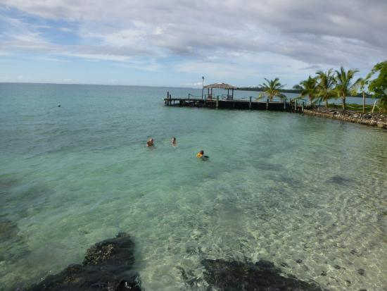 Asau, Samoa: Jetty is great for doing cannonballs off at high tide!