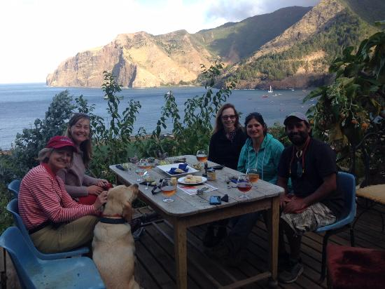 Isla Robinson Crusoe, Chile: Enjoying our beer and food delicacies!
