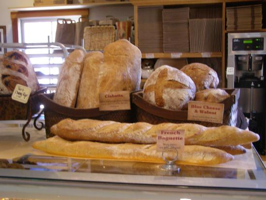 Amador City, Californie : A selection of breads baked daily