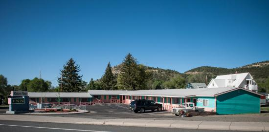 Raton Pass Inn: Exterior view