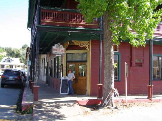 ซัทเทอร์ครีก, แคลิฟอร์เนีย: The entrance on Main Street.