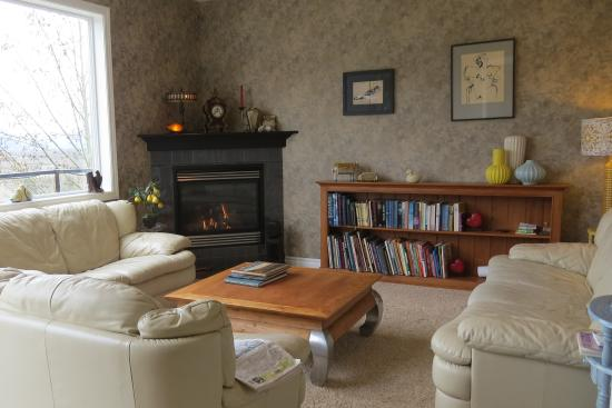 Riverview B&B: Comfy Sitting Room