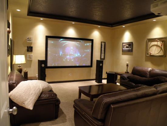 Riverview B&B: Home Theatre Room